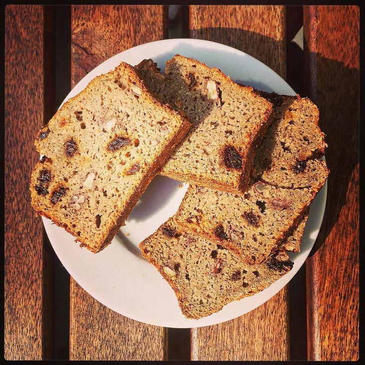 Koffie met homemade bananenbrood... Jummie! :-) #myview #eten
