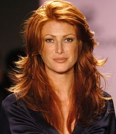 Love Angie Everhart's hair