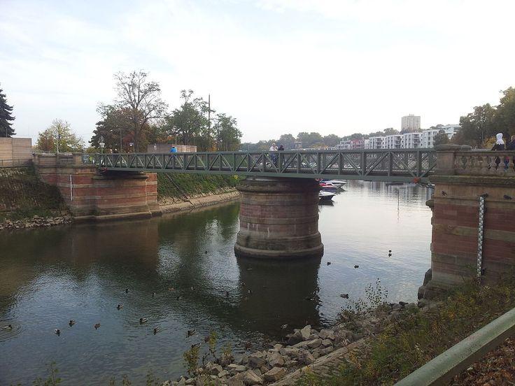 Ponte na cidade de Mainz Winterhafen, no estado da Renânia-Palatinado, Alemanha. Fotografia: Teddychen81.