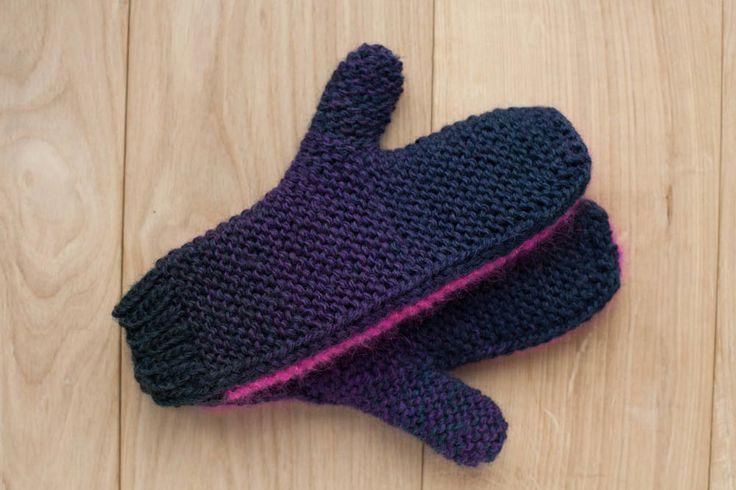 Lawina mittens. Dark purple and dark green 100% wool. https://www.facebook.com/lawinaknit/