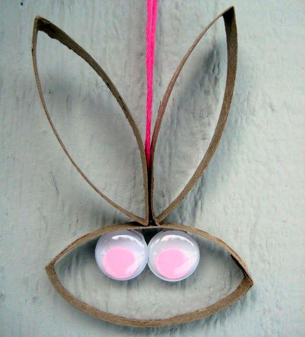 Conejo con rollos de papel