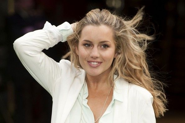 Caggie Dunlop Photo - Stars at the World Premiere of 'Snow White and the Huntsman' 3