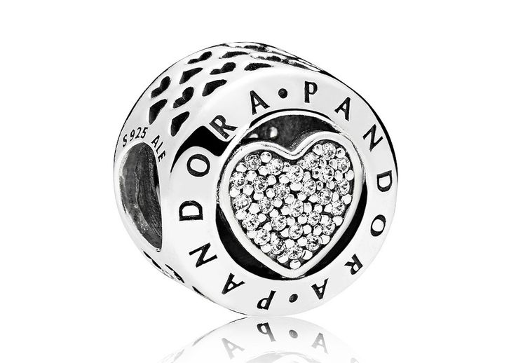 Pandora Bedel zilver Pandora Logo 796218CZ. Rond vormgegeven, sprankelende Pandora bedel. De buitenrand van de bedel is voorzien van het Pandora logo met daarbinnen een hartje met pavégezette zirconiastenen. De bedel zal sprankelen aan jouw Pandora bedelarmband.   https://www.timefortrends.nl/sieraden/pandora/bedels.html