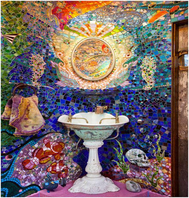 Яркие мозаичные стены