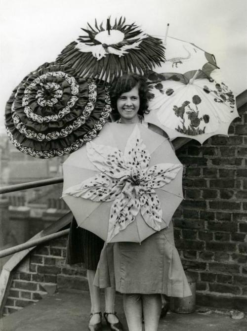 vintage umbrellasPhotos, Bigger Pictures, Rainy, Umbrellas Vintage, Vintage Photographers, Vintage Wardrobe, 1930S Vintage, Vintage Umbrellas, Vintage Style
