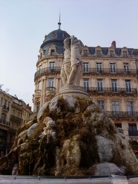 Les Trois Graces, Montpellier France>>> j'espère que je voyagerai la dans l'été!