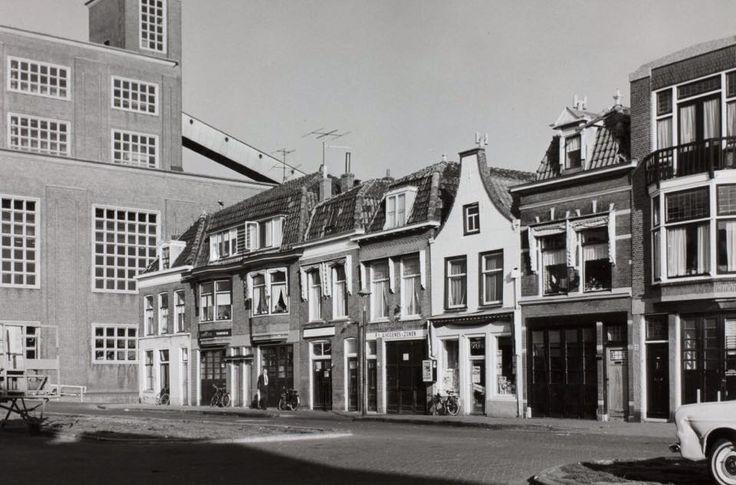 Volmolengracht Leiden. Hier was de pottenbakkerij van mijn twee ooms gevestigd.
