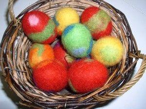 KÄSITÖITÄ TEKSTIILITYÖLUOKASSA » Huovutetut pääsiäismunat