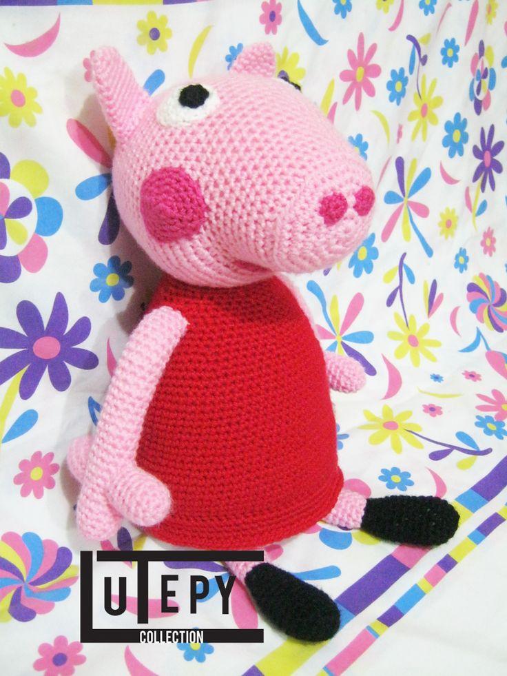 PEPPA PIG Hola mis tejedoras! Espero les guste este patrón que les comparto! :)..Le hice modificaciones al patrón deTaller de Maoque era muy pequeño, y el pedido fue hacer una Peppa grande, entonc