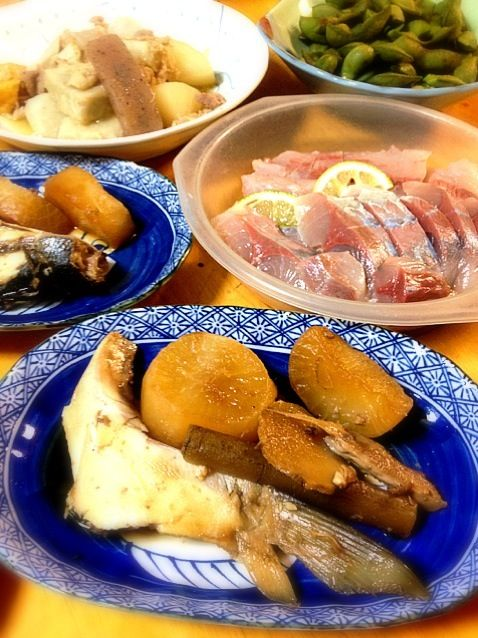実家でご馳走!魚釣りのハマチで豪華です♪ - 1件のもぐもぐ - ブリ大根と、ハマチのお刺身! by yuko