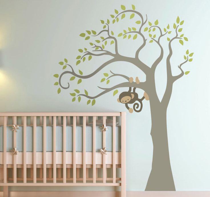 Vinilo decorativo mono en árbol