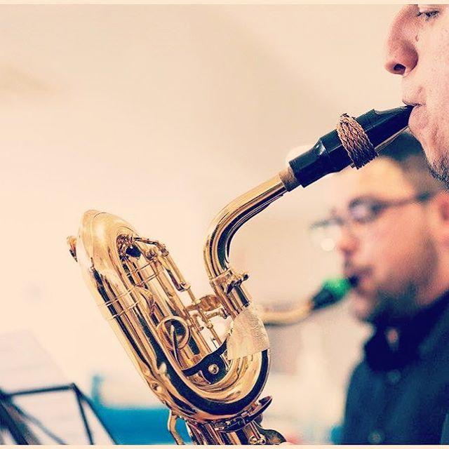 Descubre el #poder de nuestras #EGR para #saxo #baritono!  Nada volverá a ser igual!  Atrévete a ser #diferente  www.egrstore.com  #saxophone #alto #altosax #tenorsax #sopranosax #baritonesax #clarinete #clarinet #egrstore #ligature #abrazadera #vintage