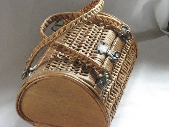 I'm packing the picnic in this fabulous little vintage picnic basket.  A little bigger id would pe perfect as a weekend basket.