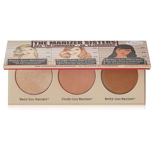 Paleta de iluminatoare theBalm Manizer Sisters, conține 3 nuanțe de fard iluminator: 1. Mary Lou Manizer – produs de iluminare, fiind perfect pentru conturarea feței 2. Betty Lou Manizer- poate fi perfect pentru conturarea feței, oferind un look bronzat întregului machiaj 3. Cindy Lou Manizer- este un fel de 3 in 1 al paletei, putând fi utilizat ca iluminator, contur sau blush.