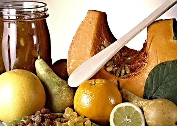 Dýňová marmeláda  Sluncem obarvený marmeláda s chutí a vůní především po pomeranči, připravená z kousků dýně Hokaido, nastrouhaného zázvoru, pomerančů, jablek ... a cukru.
