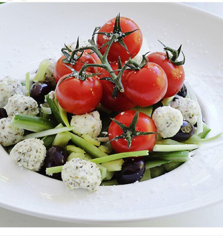 Greek salad A salad everyone loves Anna-Maria Barouh http://www.instyle.gr/recipe/choriatiki-salata/