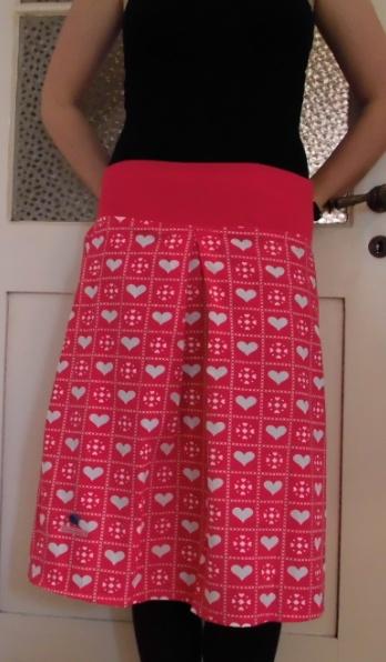 hearts skirt made from a 70ies sheet  www.dawanda.com/shop/hansdampf