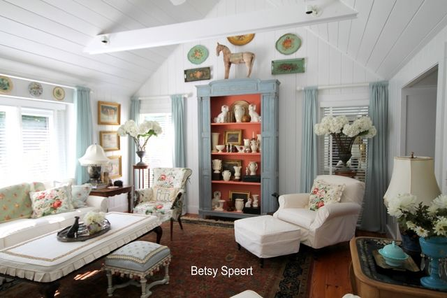 ..........Betsy Speert's Blog..........: An Extra Seat in the House: Cottages Living Rooms, Country Cottages, Betsy Speert, Country Cottage Living, China Cabinets, Cottage Living Rooms, Fake Windows, China Closet, Country Living Rooms
