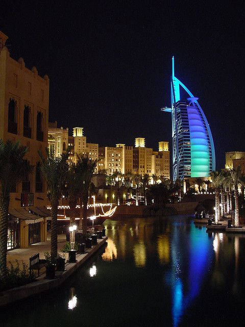 Night view of Burj al Arab Hotel from the Madinat Jumeirah in Dubai, UAE (by deredvers).