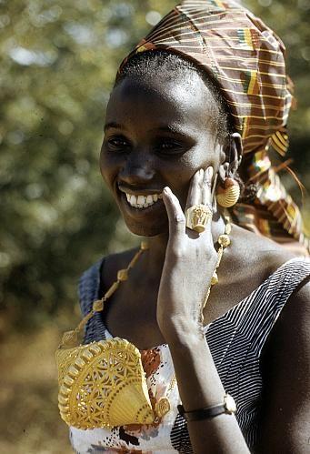 Africa |Conde Tiemoko wearing large gold bicone bead, Bamako, Mali. |©Eliot Elisofon. 1959