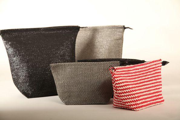 Toiletry bags by Pisa Design are made of hand weaved linen and vhs tape. Pisa Designin kosmetiikkalaukuissa yhdistyy käsin kudottu pellava ja vhs-nauha.