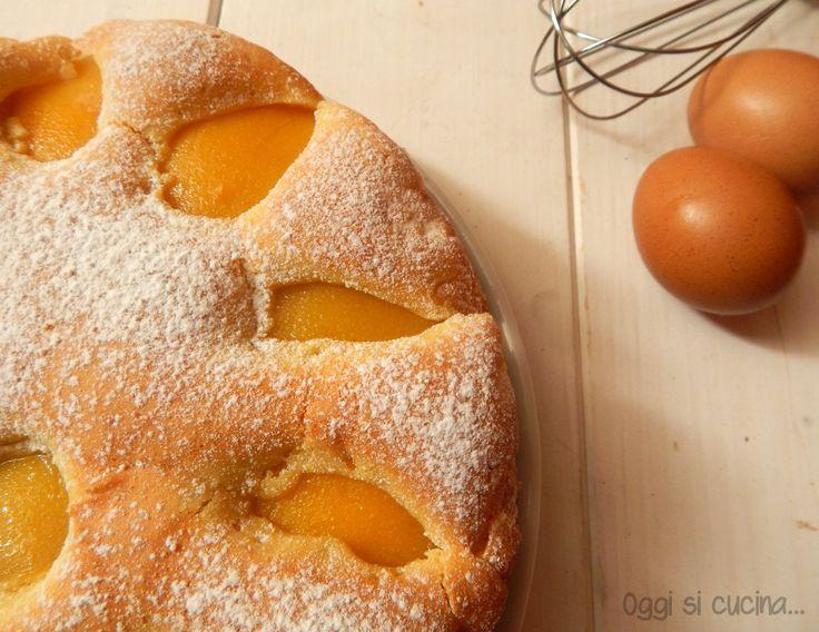 La torta soffice con pesche sciroppate è davvero deliziosa, si possono sostituire con quelle fresche se di stagione o con altra frutta.