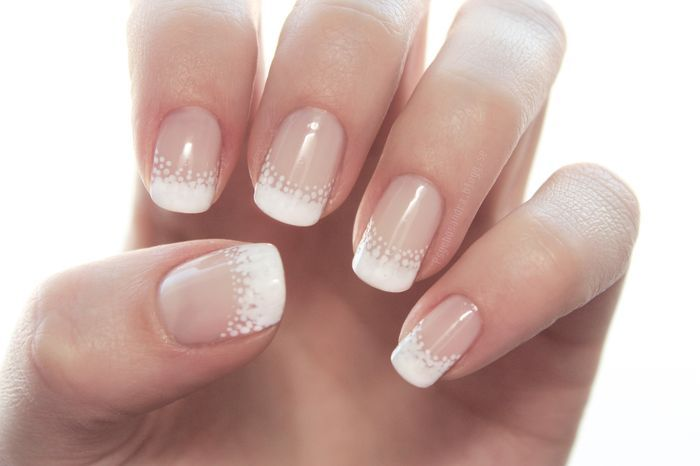 Nails Frensh dot manicure