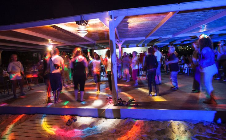 The Beach Bar is ideal to relax by the beach enjoying a light snack during the day or to dance the night away during the fun filled Beach Party.