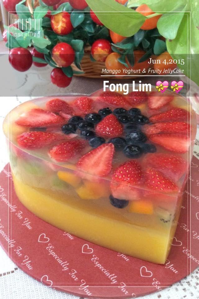 ~~~ 这个红卜卜,上层铺满草莓的燕菜蛋糕,是做给家里宝贝小不点的生日礼物。      色彩缤纷,透明层里,有着红的,禄的,黄的和紫色的新鲜水果,小孩们尤其最爱。      酸酸甜甜的味道,冰冰凉凉,加上爽脆的口感,真的是有冰凉透心的感觉 ! ~~~ ...