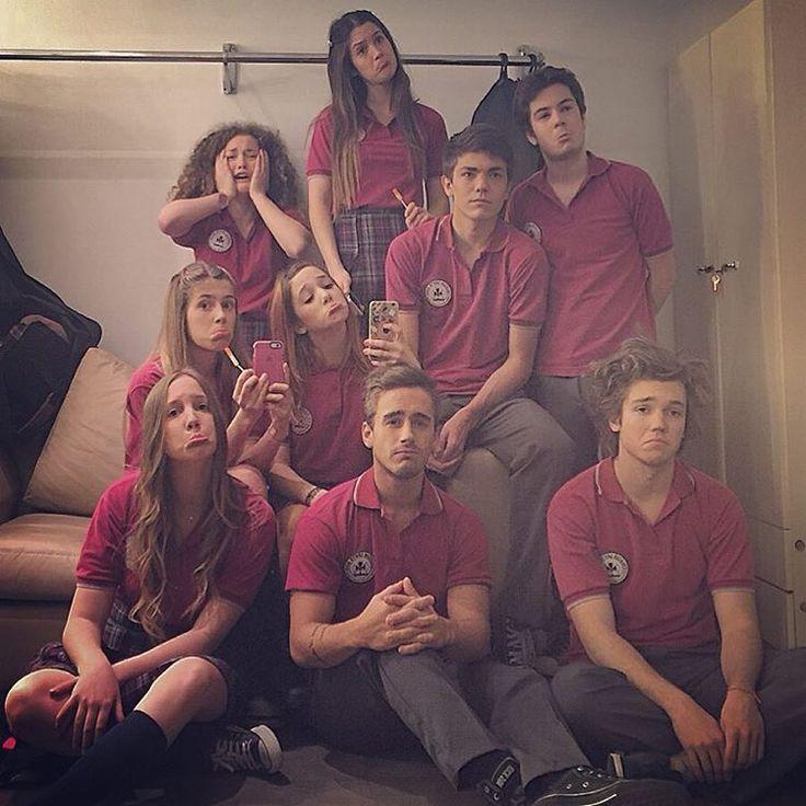 Los chicos del Colegio Santa Rosa backstage Esperanza Mia