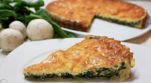 Μια υπέροχη Κις Λορέν με σπανάκι και μανιτάρια. Ένα τέλειος συνδυασμός γεύσεων για ένα υπέροχο ορεκτικό, συνοδευτικό και ελαφρύ γεύμα ή δείπνο. Μια συνταγή