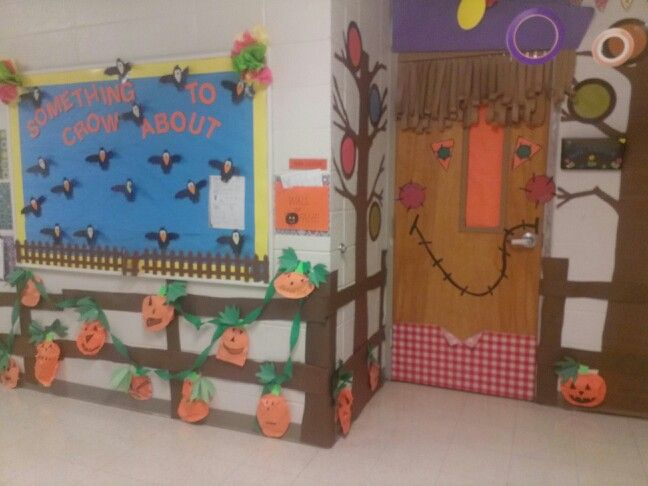 Fall door decoration scarecrow pumpkin patch my for Autumn classroom decoration