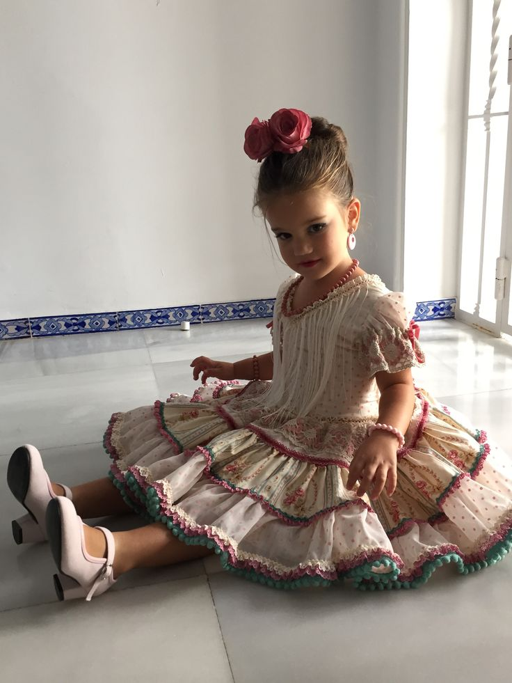 Niña flamenca gitana canastera feria 2015