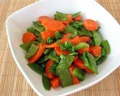 carottes et pois mange-tout au beurre : http://www.cuisineaz.com/recettes/carottes-et-pois-mange-tout-au-beurre-63246.aspx