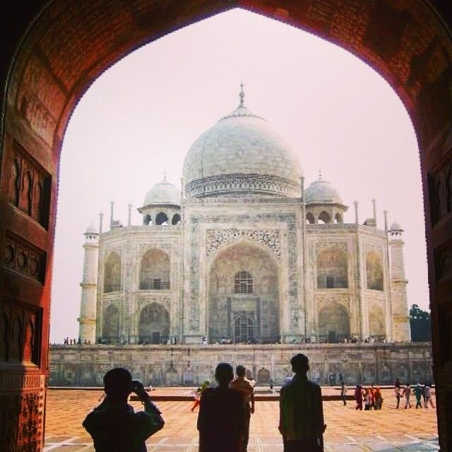 @edithhuntink takes in the almighty beauty of the Taj Mahal in Agra, India.  Tag #travelnewhorizons and we'll share our favourites! #travel #tajmahal #agra #india