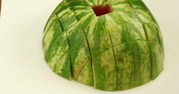 Το καρπούζι είναι αναμφισβήτητα το καλύτερο καλοκαιρινό φρούτο. Δεν υπάρχει τίποτα άλλο σαν τη γλυκιά, ζουμερή γεύση του καρπουζιού που μας δροσίζει μέσα σ