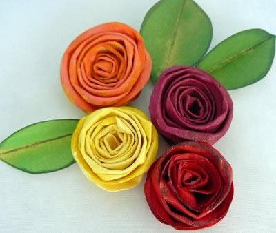 flores de cartolina colorida
