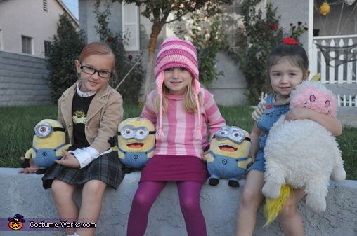 Despicable Me Family Costume - 2013 Halloween Costume Contest via @costumeworks