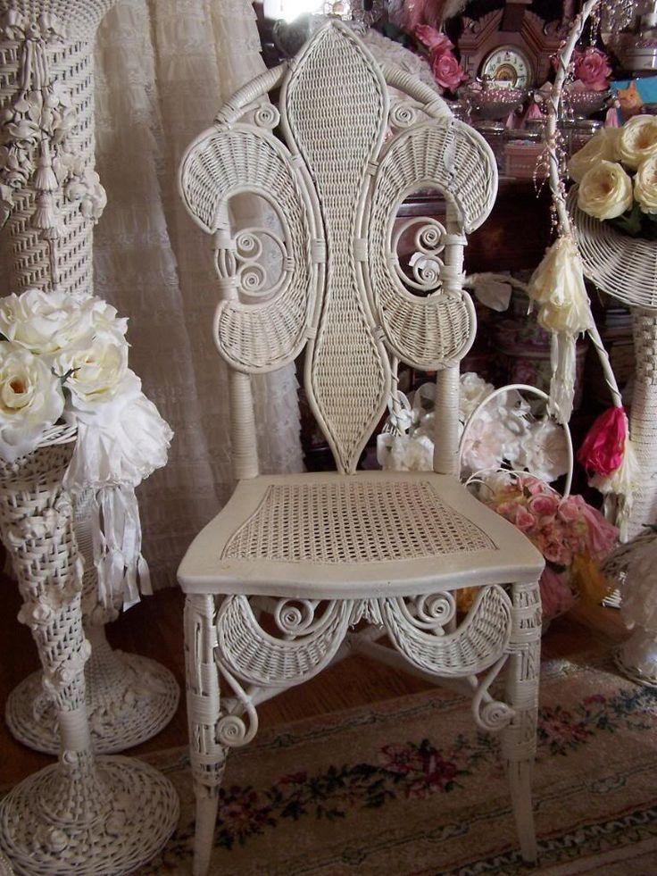 Fleur De Lis Wicker Chair