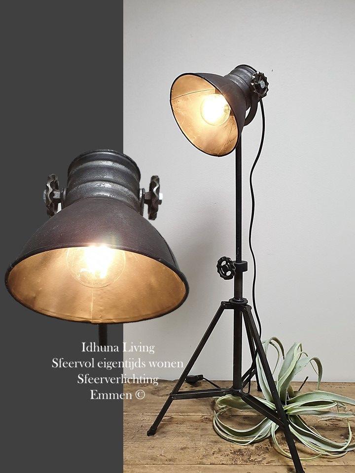 Tafellamp Metaal Old Black Industrieel 3 Poot Sfeerverlichting Tafellamp Industrieel Vloerlamp
