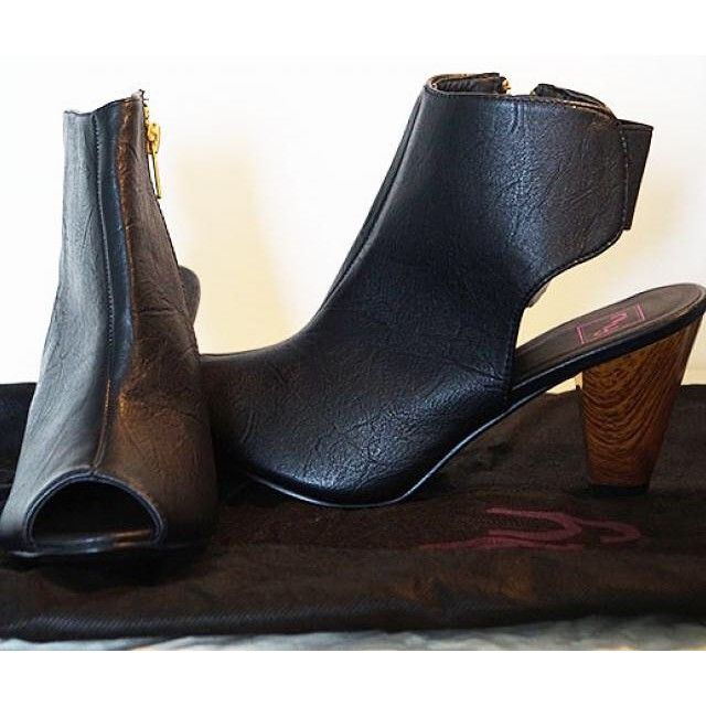 Nya högklackade skor 150 SEK på http://www.firstlook.se/sv/post-ad/nya-högklackade-skor #firstlookse #firstlookshoes #göteborg #firstlooksweden #swedenfashion #skor #klädersäljes #klädertillsalu #loppisverige #loppis #klädergöteborg #highheel #loppisfynd
