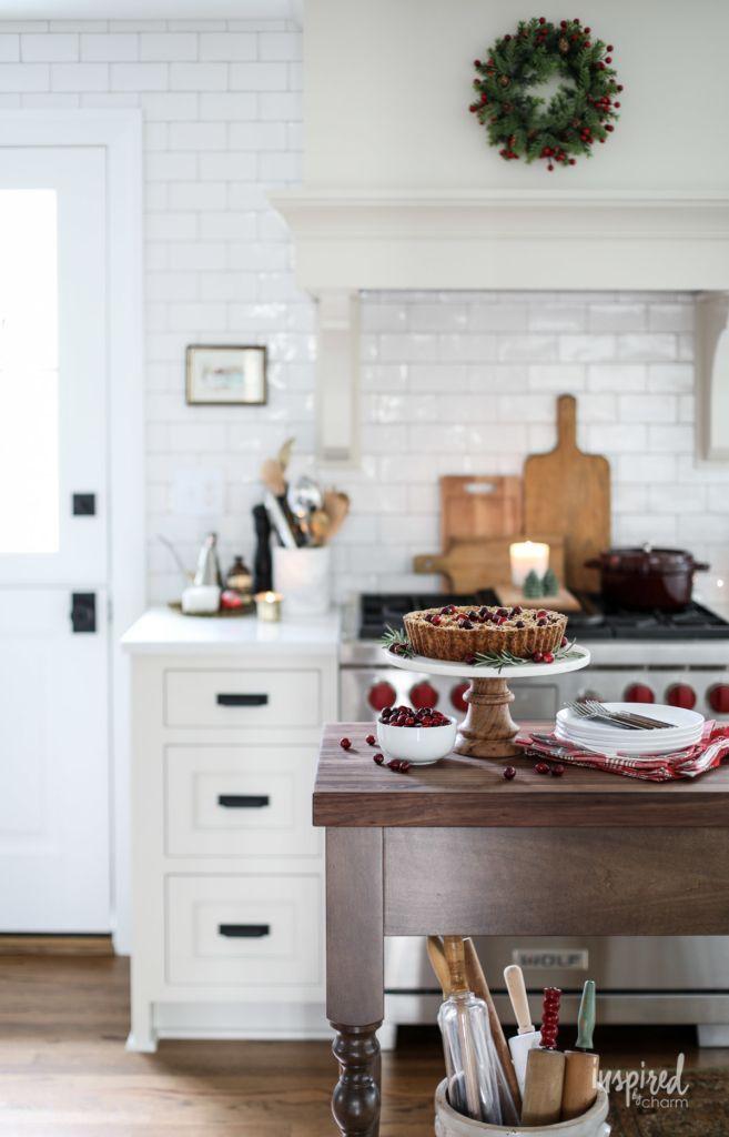 Festive and Beautiful Christmas Kitchen Decor Ideas #holiday ...