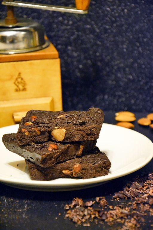 Raw chocolate  http://sokzycia.pl/surowa-czekolada/  #chocolate #chocolates #chocolat #rawchocolate #raw #handmade #homemade #nuts #glutenfree #sugarfree #lactofree #vegetarian #vegetarianfood #vegefood #vege #happy #love #healthy #aftergym #paleo #paleodiet #sokzycia #diy
