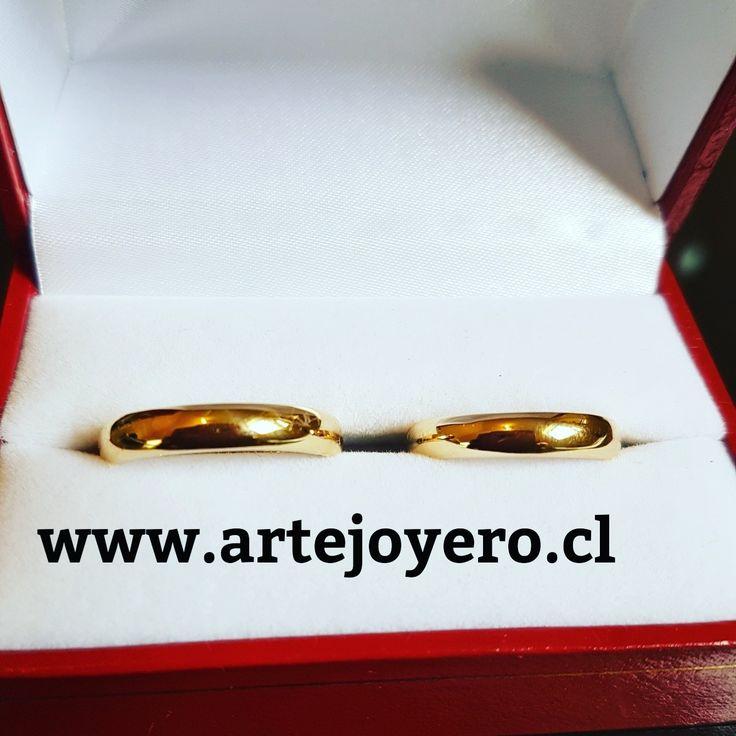 Argollas media caña 4 mm 10  gr el par $ 390.000 +56977900432 www.artejoyero.cl