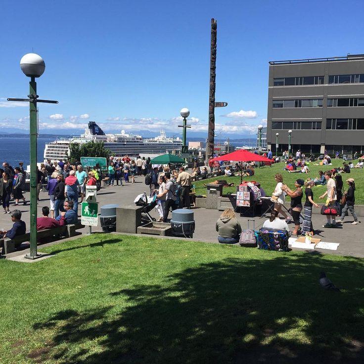 Sunny day Pike Place Market Marimekko