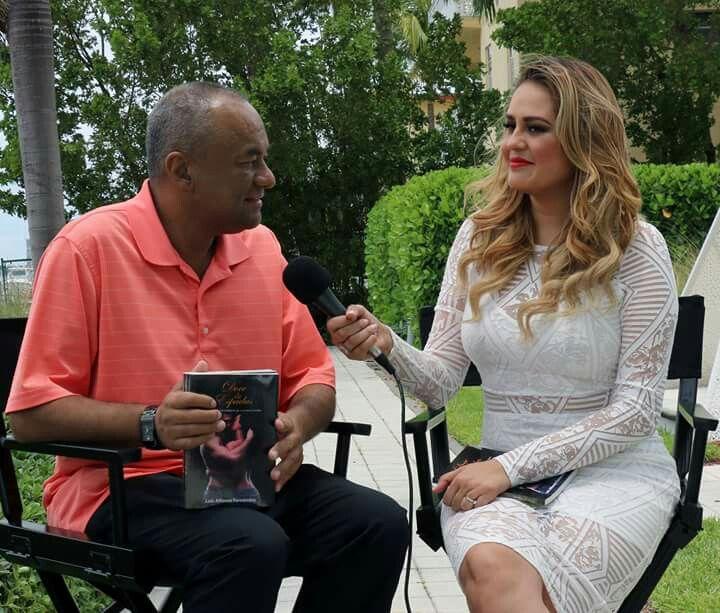 Entrevista sobre mi novela Doce de Espadas para Telemundo #Miami