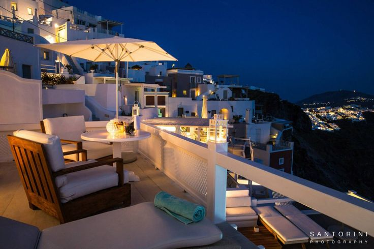 Relaxing in the evening, feeling the breeze from the Aegean surrounding you and sipping on delicious drinks…!!! aquasuites.gr