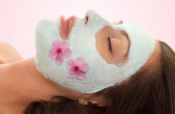 Como fazer máscaras caseiras para a pele seca