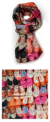 De echte hakkenminnaressen halen hun hart op bij Steppin' Out. Je koopt er met gemak 20 paar tegelijkertijd! Voor deze nieuwe schoenencollectie heb je geen nieuwe kast nodig, enkel een mooie hanger of een lege plank.