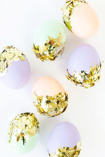8 chic Easter décor DIYs // Confetti Easter eggs #entertaining #easter #decorating #diy: Dips Eggs, Ideas, Studios Diy, Confetti Dips Easter, Easter Eggs, Decor Easter, Diy Confetti, Confetti Eggs, Crafts